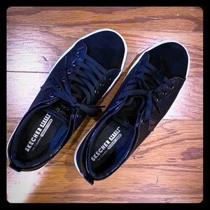 black sketchers street sneaker